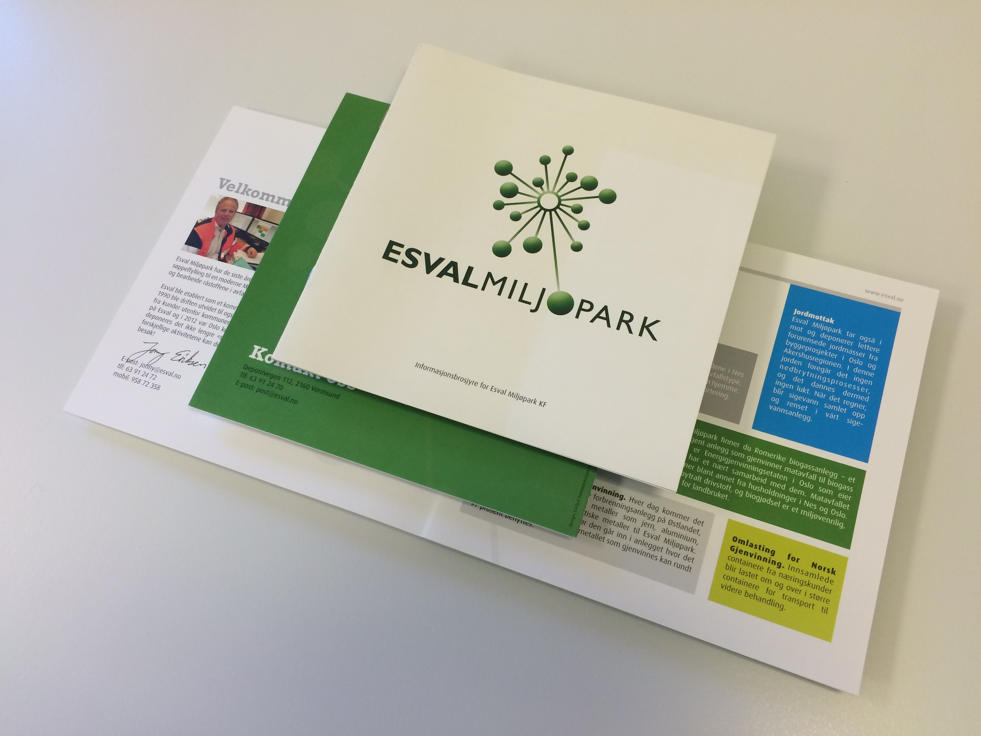 Presentasjonsfolder for Esval Miljøpark med logo på forsida
